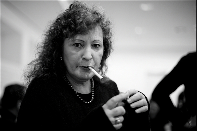 Nan Goldin smoking at booksigning Berlinische Galerie
