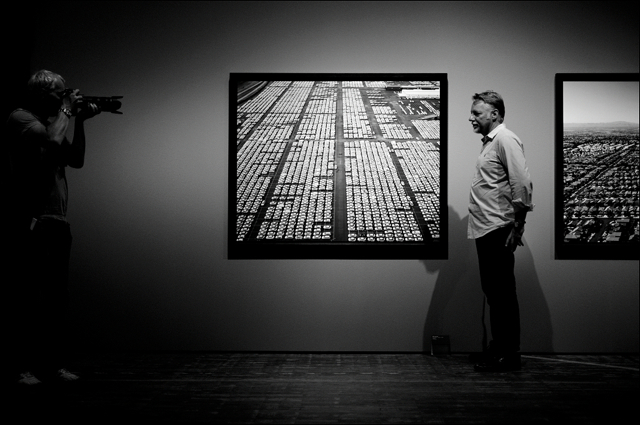 Edward Burtynsky framed by a press photographer